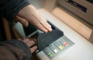 Qual é o limite de saque com o cartão de crédito no Caixa Eletrônico?